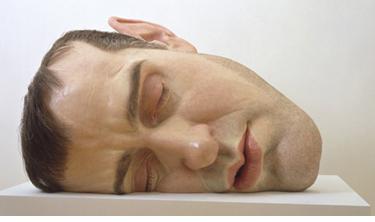 """Mask II"" de Ron Mueck - artist australian contemporan, nascut in 1958."