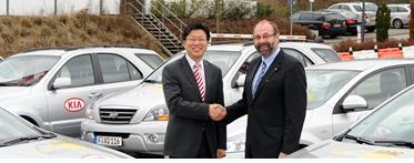 Pres. Kia Deutschland, Jang-Won Sohn (stanga), si vicepres. ADAC, Ulrich Klaus Becker
