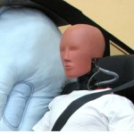 Airbag pozitionat intre pasagerii din spate