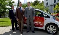 Schwarzenegger testeaza Mitsubishi i-MiEV