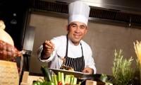 Automobil. Drumetie. Gastronomie. Competitie de bucatarie thailandeza.