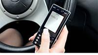 SMS-ul la volan, mai periculos decat alcoolul